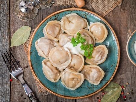 Руски пелмени с телешка и свинска кайма - снимка на рецептата